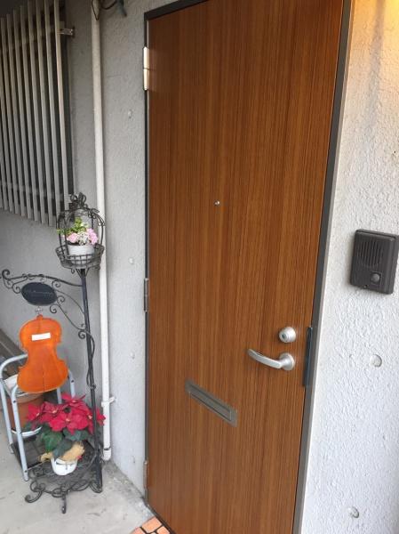 玄関ドアダイノックシート貼り